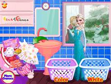 Elsa Washing Dirty Clothes